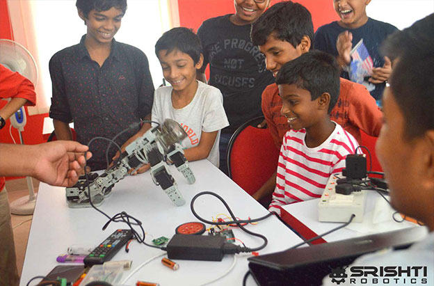 Summer Camp Robotics | Srishti Robotics | Robotics for Kids | School Robotics Training | Summer Robotics Classes